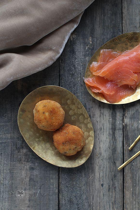 Croquetas de salmón ahumado y huevas. Receta. To be Gourmet | Recetas de cocina, gastronomía y restaurantes.