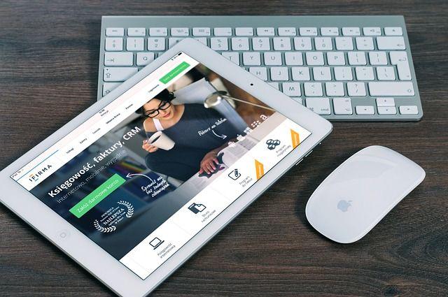 ¿ QUE NECESITAS SABER ANTES DE CREAR TU PAGINA WEB ?  Tu pagina web tiene que ser adaptable a cualquier dispositivo especialmente en los telefonos moviles, porque la tendencia en busqueda atraves de los smartphones esta creciendo vertiginosamente, tambien tiene que ser  adaptable a las tablets, adaptable a laptops y computadoras. Haz la prueba cuando recibas tu pagina web, visualizalo en un telefono movil cambiara te tamaño automaticamente para adaptarse a ella y ser legible para leerlo.