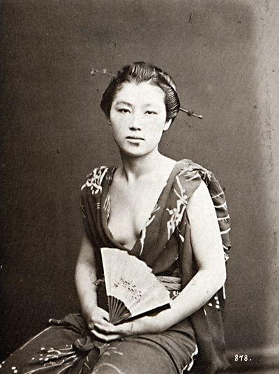 Josei 女性 (woman) with fan - Circa 1870