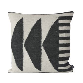 The edgy and stylish Kelim cushion black from Ferm Living is made of a wool and cotton mix with a geometric pattern. The cushion suits perfect in a sofa or chair and can also be combined with other cushions to create a dynamic look! Choose between different variants.