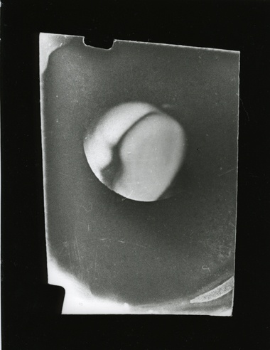 Paolo Gioli, using a button as a camera