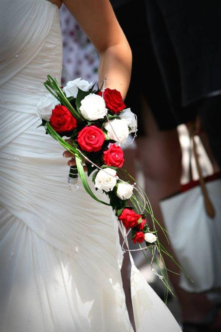 bouquet de mariage cascade de roses ternelles bouquet mariee pinterest mariage bouquets. Black Bedroom Furniture Sets. Home Design Ideas