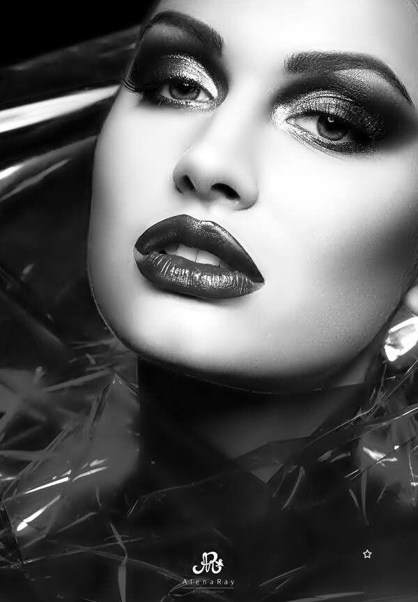 Dark makeup | [big] Hair, [painted] Skin & [beautiful ...