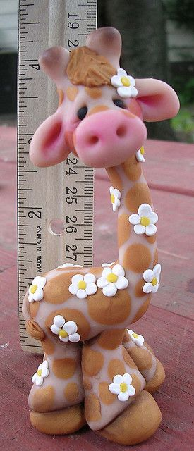 Clay giraffe, wonder if i will ever dare to make it with gumpaste... so adorable