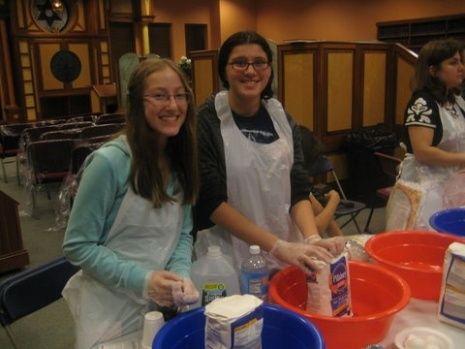 Jewish teenagers make challah at the Chai Center!