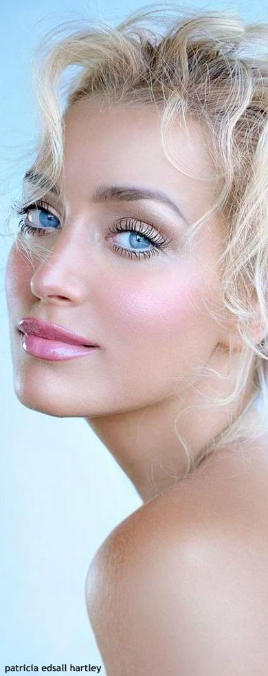 I can appreciate the beauty in  women and she is flawless!!! .....❤http://www.stylechum.com/category/makeup-tutorials/makeup-for-blondes/