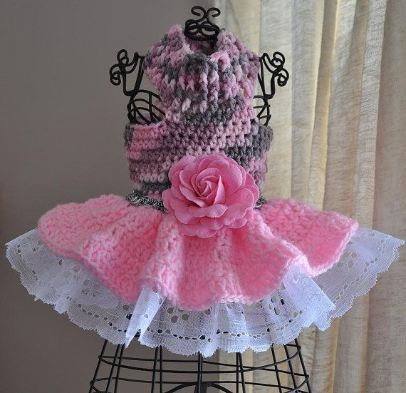 Vestido a crochet con encaje