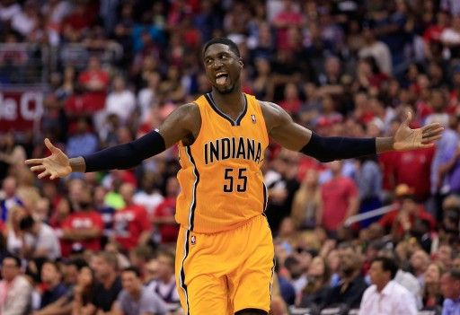 13-14NBAプレーオフ・イースタンカンファレンス準決勝(7回戦制)第4戦、ワシントン・ウィザーズ(Washington Wizards)対インディアナ・ペイサーズ(Indiana Pacers)。歓喜するインディアナ・ペイサーズのロイ・ヒバート(Roy Hibbert、201...