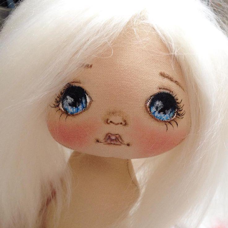 Вот такой у меня светлый ребенок рождается;) а эти волосы мммм.... нежнейшие #куклы #кукла #купить #куколка #олли #ручнаяработа #авторскаякукла #авторскаяработа #doll #dolls #artdoll #textilledoll #handmade