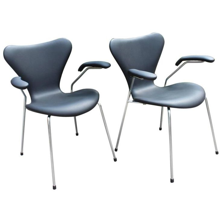 Ideal Series Chairs Model with Armrests by Arne Jacobsen and Fritz Hansen
