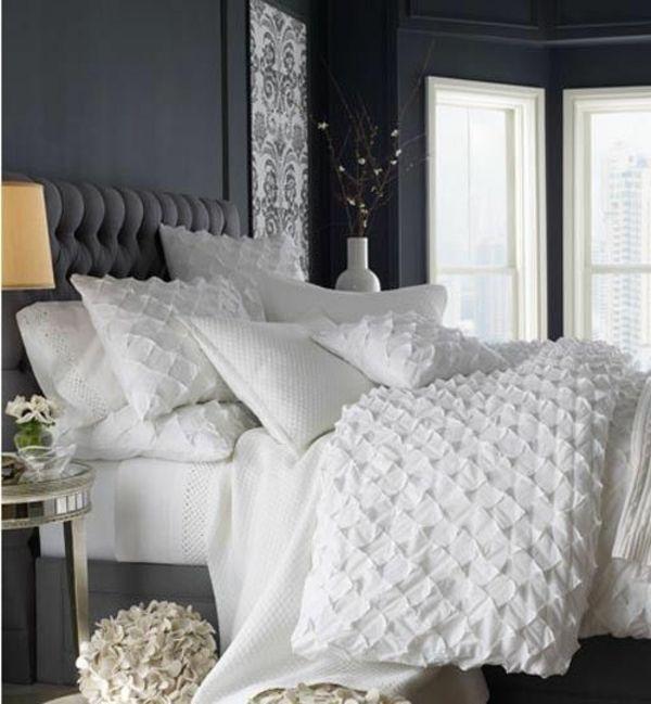graue wände schlafzimmer gelbe lampe weiße dekokissen