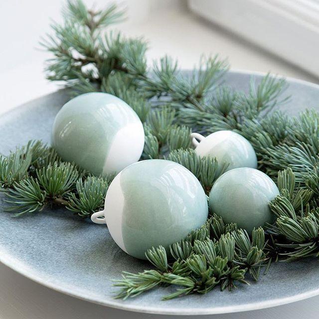Det er lov å begynne å pynte litt til jul. De nydelige julekulene nobili kommer i fine esker med tre i pakken, i tre ulike størrelser 👉 www.lunehjem.no / pris 399,- #lunehjemno #kahler #firmagaver #vertinnegave #snartjul