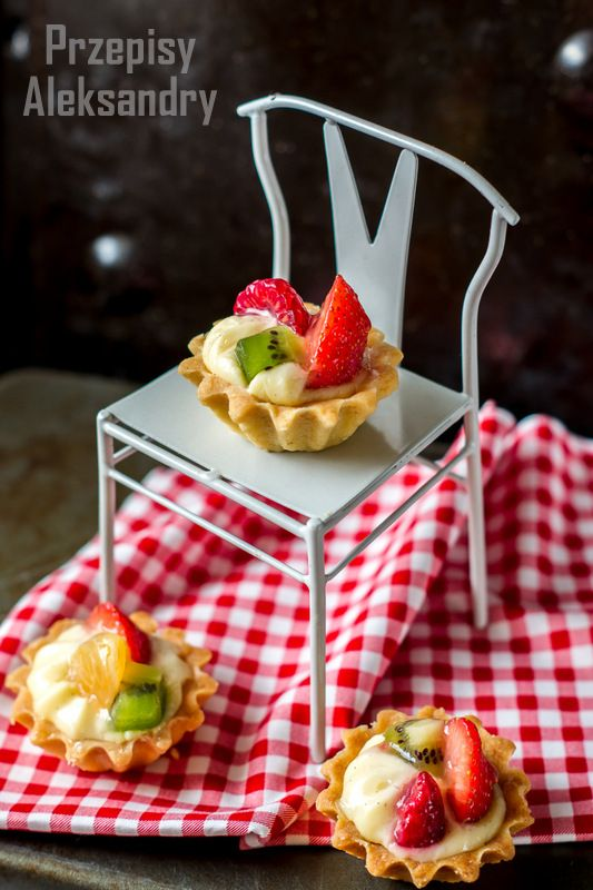 Przepisy Aleksandry: CYTRYNOWE BABECZKI Z KREMEM I OWOCAMI/ Little lemon tartlets with vanilla pastry cream and fresh fruits.
