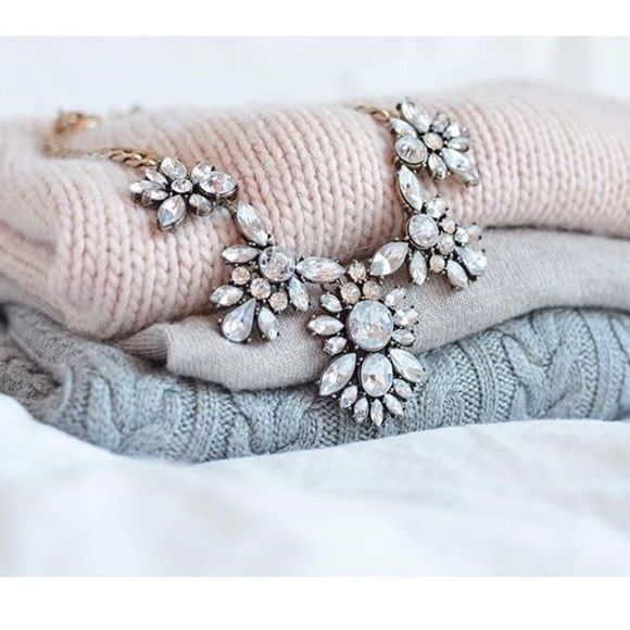 Stunning Jcrew necklace Crystal statement necklace J. Crew Jewelry Necklaces