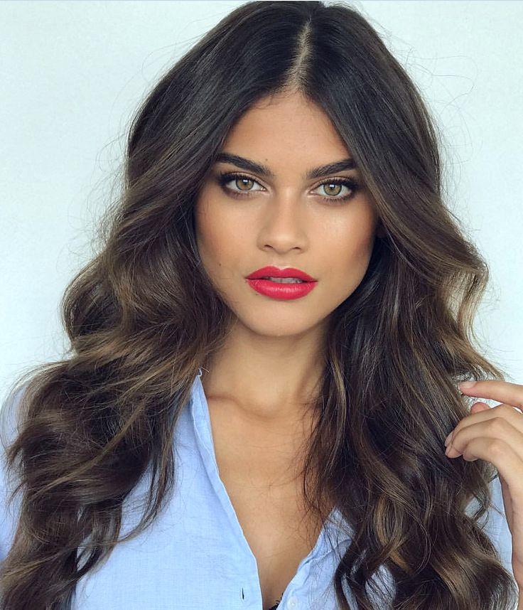 Pinterest: DEBORAHPRAHA ♥️ Voluminous curls hair style #curls #hairstyles