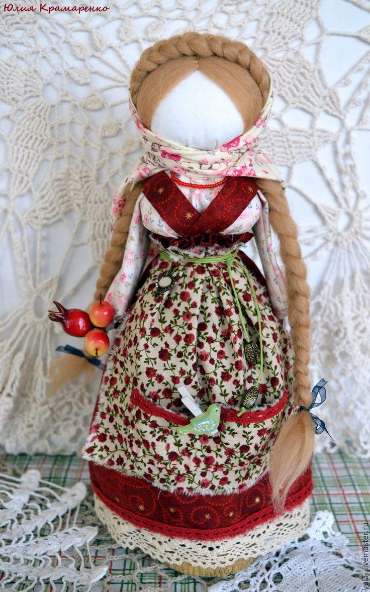 Купить или заказать Желанница. Кукла в подарок в интернет-магазине на Ярмарке Мастеров. Скорее это вариация на тему 'Желанница' - у меня были некоторые лирические отступления, но надеюсь на исполнение желаний это не повлияло))) Куколка-мотанка, собрана на основе веточки плодового дерева женского рода (здесь - Черешня)). Сделана с минимальным применением иглы, только при сборке одежды. Традиционно делалась матерью или старшей сестрой для девочки ,самой себе тоже можно изготовить (а могу…