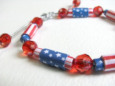 How to make 4th of July Paper Beads. (Tutorial with downloadable stars and stripes pattern.)