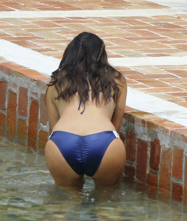 Bikini butts bend over