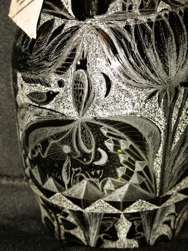 sticla cu horinca de pere puturoase.detaliu.2