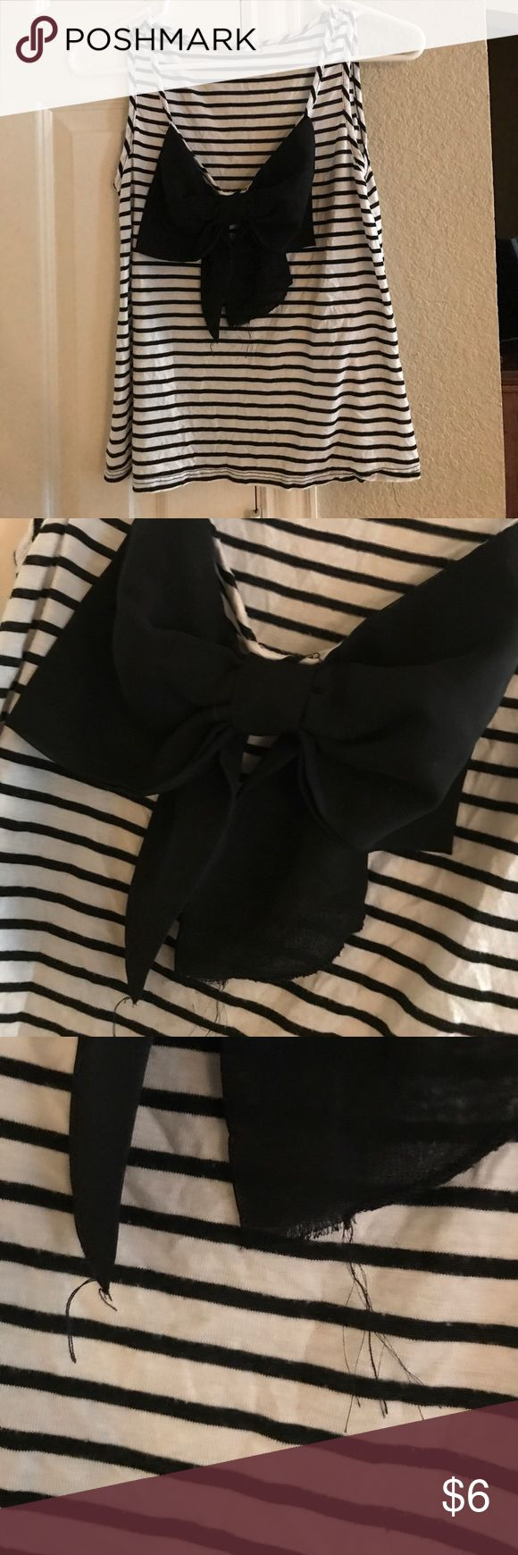 Striped tank top with big ol bow Black and white tank top from papaya with a big black bow in the front the bow is a bit frayed but it's nothing that can't be cut! Papaya Tops Tank Tops