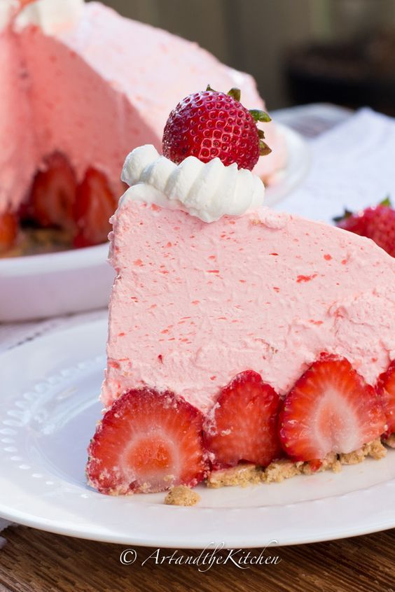 No Bake Strawberry Cheesecake Pie. This pie is incredibly delicious, so light and fluffy. The perfect summertime dessert! | Art and the Kitchen