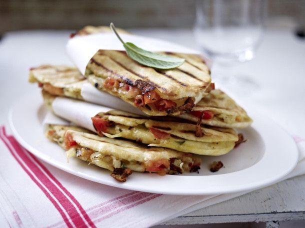 Unser beliebtes Rezept für Tomaten-Panini und mehr als 55.000 weitere kostenlose Rezepte auf LECKER.de.