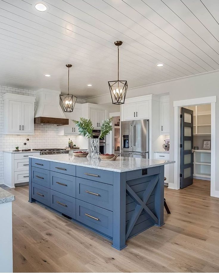 Love this whole kitchen. Especially the island.