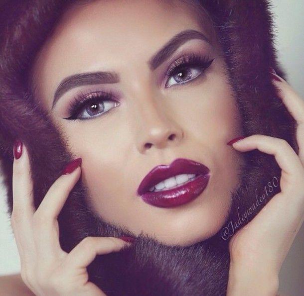 Vous avez une soirée sous peu et voulez être la plus belle? Voici une sélection de sept superbes idées make up spéciales soirées ! Make up 1  Make up 2  Make up 3  Make up 4  Make up 5  Make up …