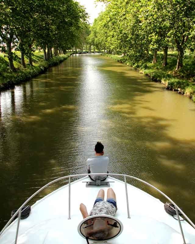 Le canal du midi en péniche... Voici une expérience originale que nous avons eu l'occasion de tester grâce à France Passion Plaisance ! Nous voici au départ de la base de Colombiers dansl'Hérault,...