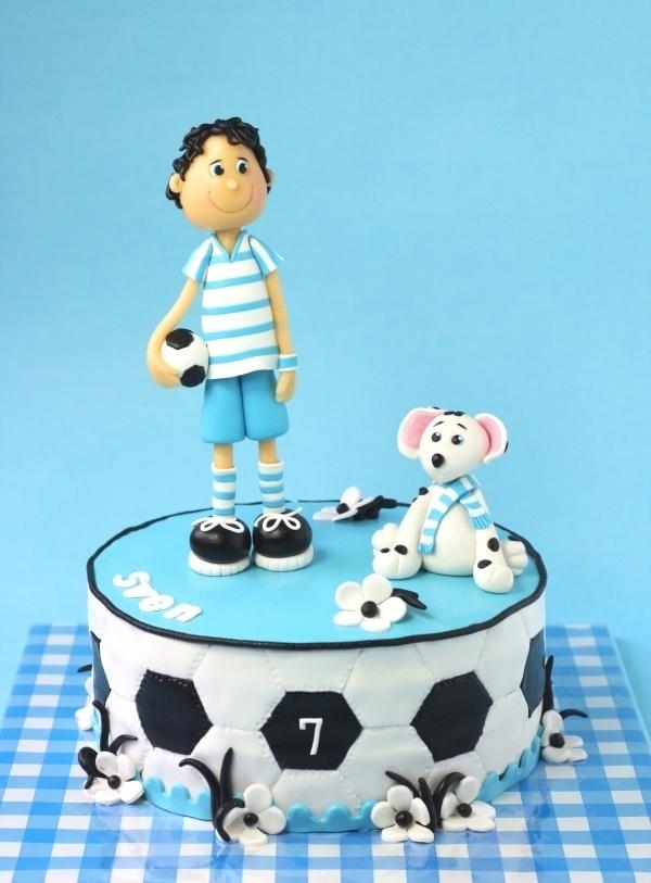 O jogador de futebol.
