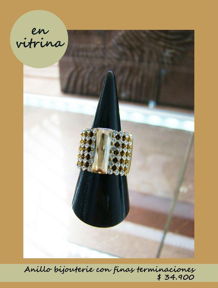 Este hermoso anillo de diseño moderno y elegante ya puedes encontarlo en nuestra vitrina. www.blucompany.cl