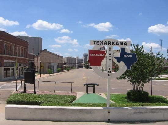 Texarkana, Texas/Arkansas state line sign looking south