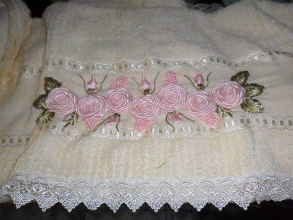 Toalha de banho e rosto, bordada em fita   JM Maciel   256B25 - Elo7
