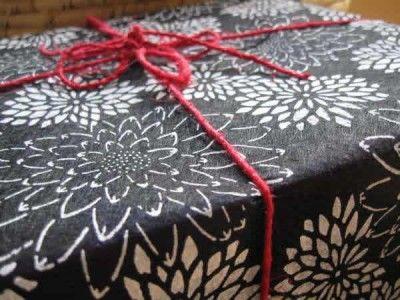 Fair trade: Gift wrap silk lotus flower blk & white