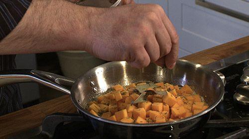 «Ces petits dés de courge butternut poêlés aux champignons seront un délice pour enrichir votre risotto (lien vers recette de base). On peut aussi les...