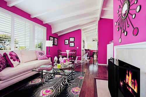 pink: Bachelorette Pads, Home Interiors, Living Rooms Design, Pink Rooms, Interiors Design, Pink Living Rooms, Pink Wall, Peacocks Feathers, Girls Rooms