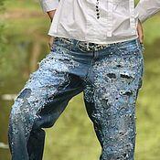 Купить или заказать Джинсы ' Одри' смешанная техника винтажная фурнитура в интернет-магазине на Ярмарке Мастеров. Эта работа продана .Стильно декорированные джинсы, кропотливая детальная проработка спереди и сзади Полностью ручная работа, Джинсы из ткани Armani окрашены и искусственно состарены в винтажной технике кракле,многослойное тиснение объемными текстильными красками использовано французское кружево ручной работы(заказывалось у мастера по авторскому эскизу),японский бисер и сер...