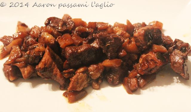 """""""Aaron passami l'aglio"""": SPEZZATINO DI MAIALE PICCANTINO CON LE MELE.. E VI..."""