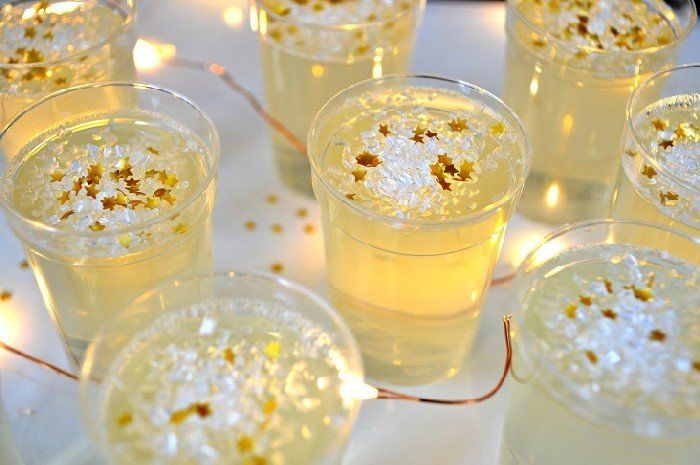 CHAMPAGNE JELLO SHOTS FOR NEW YEAR'S EVE Dessert Mad in ...