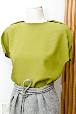 Juanjo Oliva olive green blouse (vía Con Dos Tacones Blog)