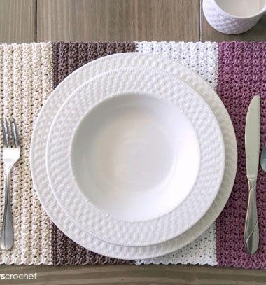 DIY crochet color block placemat ( free crochet pattern ) // Egyszerű horgolt tányéralátét négy színnel (horgolásminta) // Mindy - craft tutorial collection // #crafts #DIY #craftTutorial #tutorial #DIYVintageDecor #ShabbyChic #Vintage