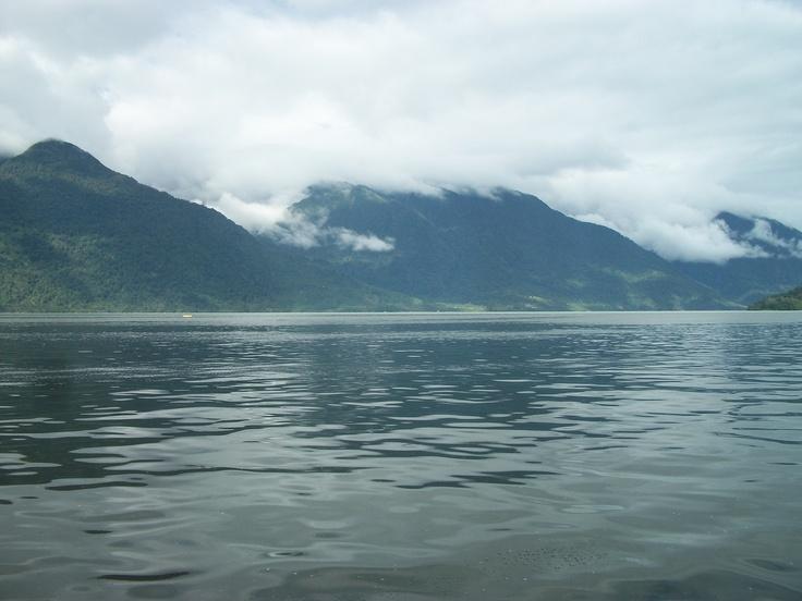 Mar en Hornopirén, Región de los Lagos, Chile