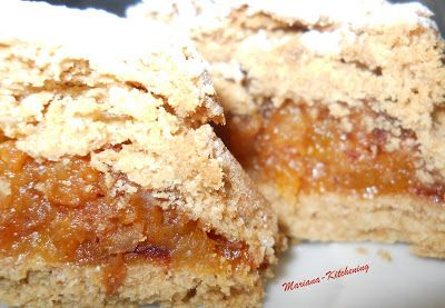 Kitchening: Prăjiturele aromate cu stafide, caise și curmale