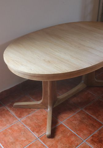 Mesa ovalada de comedor, en teca y olmo | La tienda de Etxekodeco  http://etxekodecoshop.es/catalogo/mesa-ovalada-de-comedor-en-teca-y-olmo/