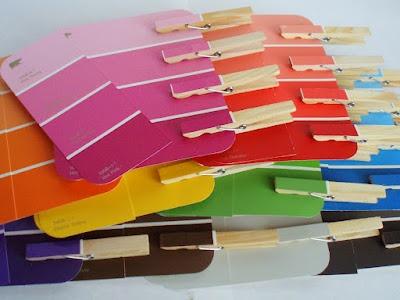 Farbkarten zuordnen - Karten gibt es umsonst in jedem Baumarkt
