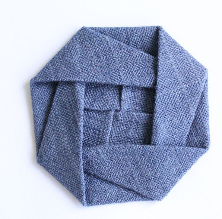 Origami roos. Veel plooien maar het is te doen met wat handigheid.