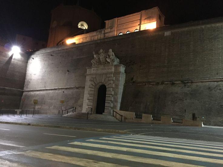 밤의 바티칸 입구 ! #바티칸 #박물관 #로마