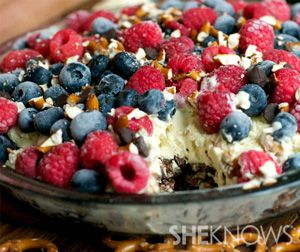 No bake pretzel and berry ice cream cake | 4th of July | Pinterest