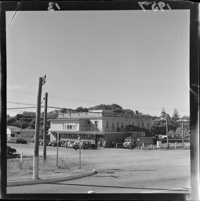 Outside view of Paekakariki hotel, Kapiti Coast, Wellington