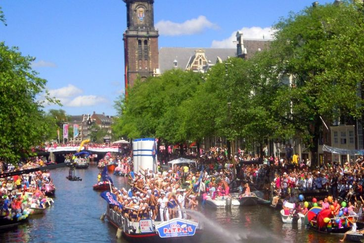 Desfile del Día del Orgullo Gay sin tapujos y en streaming - http://www.absolutholanda.com/desfile-del-dia-del-orgullo-gay-sin-tapujos-y-en-streaming/